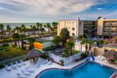 View of the swimming pool at a hotel in Clearwater Beach, Florid — Stock Photo