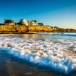 Waves in the Atlantic Ocean and houses on cliffs in York, Maine. — Stock Photo #58325175