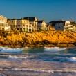 Waves in the Atlantic Ocean and houses on cliffs in York, Maine. — Stock Photo #58324655