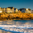 Waves in the Atlantic Ocean and houses on cliffs in York, Maine. — Stock Photo #58324813