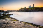 Long exposure of the Atlantic Ocean and Nubble Lighthouse at sun — Stock Photo