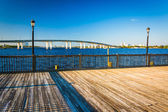 Pier and bridge over the Halifax River in Daytona Beach, Florida — Stock fotografie