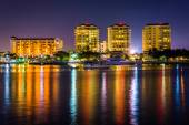 Buildings on the waterfront at night in Saint Petersburg, Florid — Stock Photo