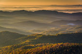 Sun shining through fog in the valley, seen from Beacon Heights, — Stock Photo