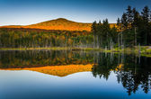 Mount Deception reflecting in a pond in White Mountain National  — Stock Photo