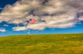 American Flag and hill at Fort Williams Park, Cape Elizabeth, Ma — Stock Photo