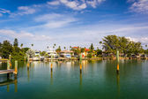 Docks and houses along Little McPherson Bayou in St. Pete Beach, — Stock Photo
