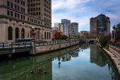 Buildings along the Providence River in Providence, Rhode Island — Stock Photo