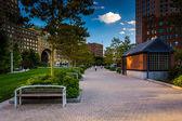 Rose Fitzgerald Kennedy Greenway och Rowes Wharf i Boston, — Stockfoto