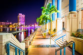 The Convention Center and Riverwalk at night in Tampa, Florida. — Zdjęcie stockowe