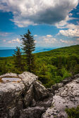 Boulders and eastern view of the Appalachian Mountains from Bear — Stock Photo