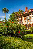Bushes and building at Flagler College, in St. Augustine, Florid — Stock Photo