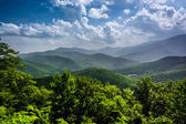 Hazy summer view of the Appalachian Mountains from the Blue Ridg — Stock Photo