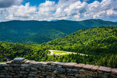 Stone wall and view of the Blue Ridge from Devils Courthouse, ne — Stock Photo