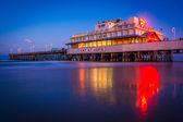 The pier at night in Daytona Beach, Florida.  — Stock Photo