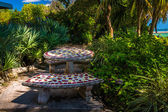 Benches and table in a garden in Key West, Florida. — Stock Photo