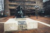 Statue of Edgar Allen Poe at the University of Baltimore, in Bal — Stock fotografie