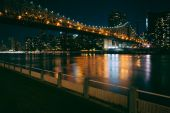 The Manhattan Skyline and Queensboro Bridge seen from Roosevelt  — Stock Photo
