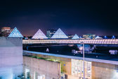 The roof of a mall at night, in Columbia, Maryland. — Stock Photo