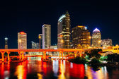 The skyline and bridges over the Hillsborough River at night in  — Foto Stock