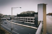 View of the Jones Falls Expressway and Pennsylvania Station in B — Stock fotografie