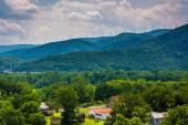 Yel değirmenleri Keyser, Batı Virginia yakınındaki dağlarda görünümünü. — Stok fotoğraf