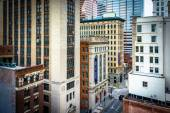 View of buildings on Calvert Street from a parking garage in Bal — Stock Photo
