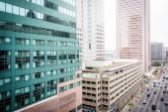 Pohled mrakodrapů po lombard street z garáže — Stock fotografie
