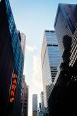 Skyscrapers along 51st Street in Midtown Manhattan, New York.  — Stock Photo