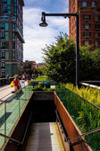 Staircase to the street at The High Line, in Manhattan, New York — Zdjęcie stockowe