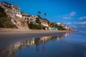 Beachfront homes at twilight, in Laguna Beach, California. — Stock Photo
