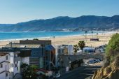 View of Pacific Coast Highway and the Santa Monica Mountains fro — Stock Photo