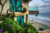 Modern oceanfront home in Laguna Beach, California. — Stock Photo