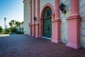 Door at the entrance to Old Mission Santa Barbara, in Santa Barb — Stock Photo