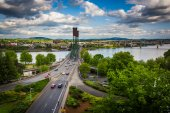 Utsikt över Williamette River och Hawthorne Bridge, i Portland, — Stockfoto