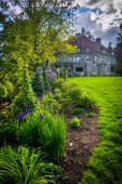 Garden and the Pittock Mansion, at Pittock Acres Park, in Portla — Stock Photo