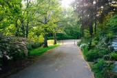 Gardens along a walkway outside the Pittock Mansion, in Portland — Stock Photo