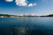 Lake Union and view of the skyline in Seattle, Washington. — Stockfoto
