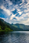 Evening light on Lake Crescent and mountains in Olympic National — Stock Photo
