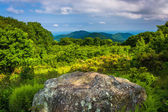 Boulder and view from Thoroughfare Overlook, in Shenandoah Natio — Stock Photo
