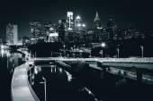 Skyline och Schuylkill banker Boardwalk sett på natten från th — Stockfoto