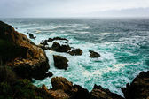 View of the Pacific Ocean from cliffs in Big Sur, California. — Stock Photo
