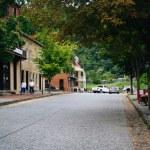 Buildings along Shenandoah Street in Harpers Ferry, West Virgini — Stock Photo #76825587