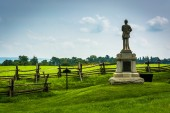 Statue and fence at Antietam National Battlefield, Maryland. — Stock Photo