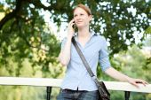 Woman Waiting for a Meeting in a Park — Stockfoto