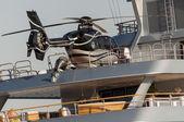 游艇与直升机 — 图库照片
