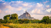 Mont Saint-Michel in morning haze — Stock Photo