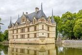 View at the chateau Azay le Rideau with moat — Stock Photo