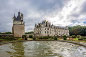 View at the west side Chenonceau chateau from garden — Stock Photo