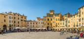 Panoramic view at the Anfiteatro sqauare in Lucca — Stock Photo